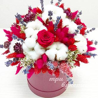 Лаванда и роза в шляпной коробке