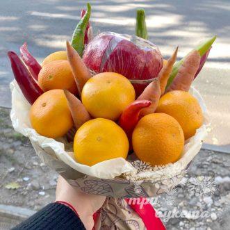buket-s-morkovyu-apelsinami-i-granatom